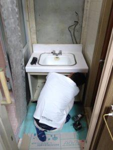 洗面台入れ替え中①